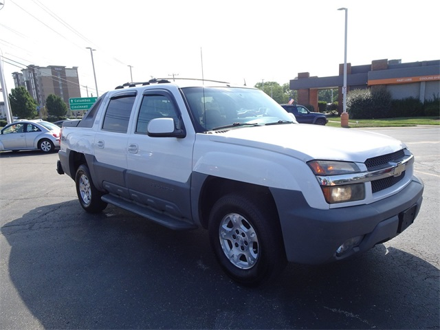 Pre-Owned 2002 Chevrolet Avalanche 1500 Base 4WD